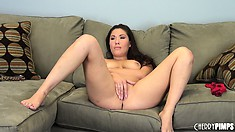 London Keyes rubs her twat with legs up and chats with fingers on it