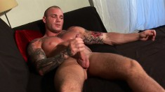 Lee Tyler is a buff hunk who loves to play with his jackhammer