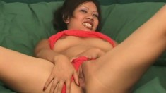 Hevyn Li spreads wide to show her cunny and then shows her butt
