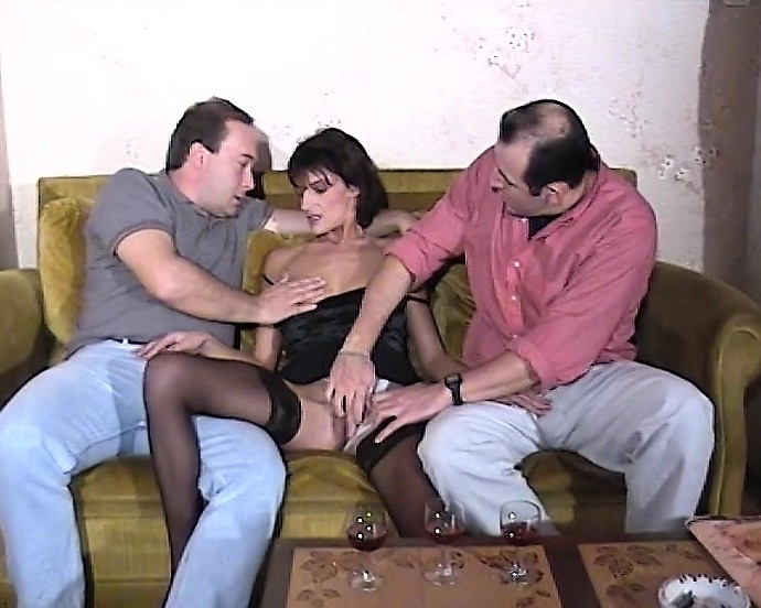 Mature amateur threesome videos