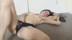Amateur webcam girl fingering pussy and cum